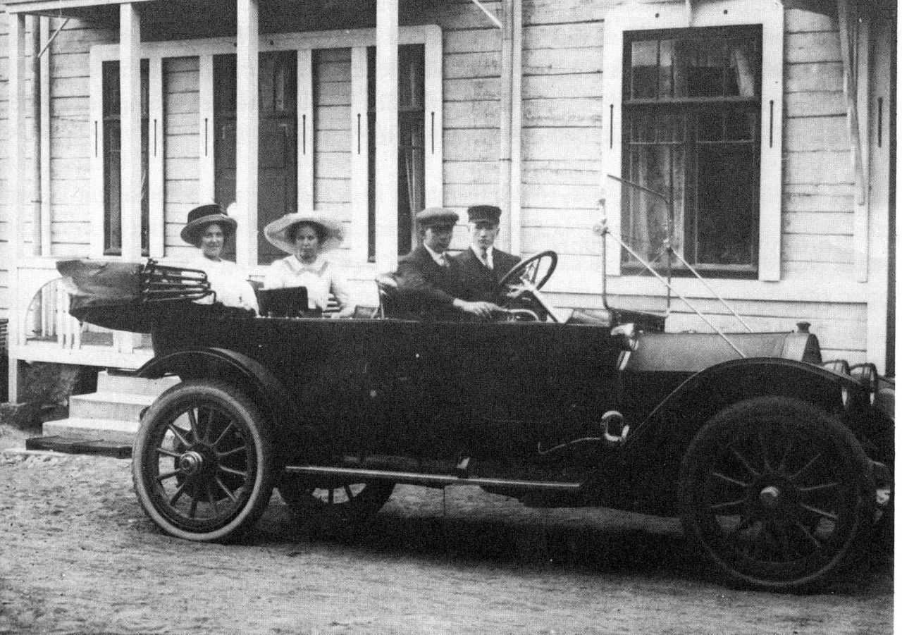 1280px-First_car_in_Jämsä